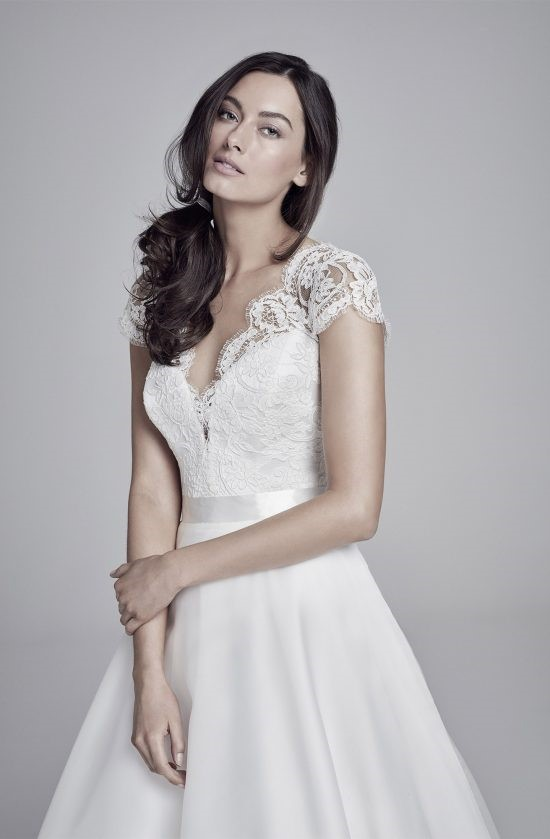 alicia-closeup-lookbook-collection2019-weddingdressesuk-designerSuzanneNeville-550×839