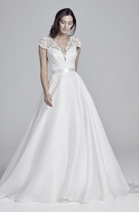 alicia-lookbook-collection2019-weddingdressesuk-designerSuzanneNeville-550×839