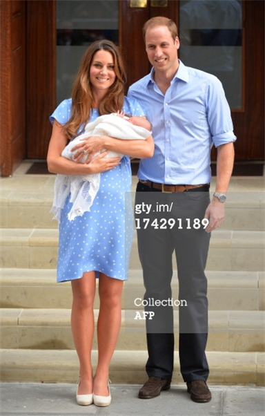 Kate introduces royal baby…. wearing Jenny Packham